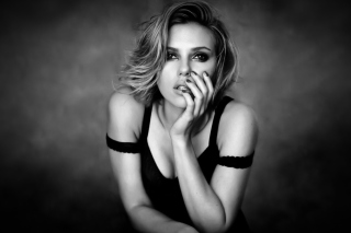 Картинка Scarlett Johansson Black And White на телефон