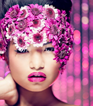 Обои Asian Fashion Model With Pink Flower Wreath на 768x1280