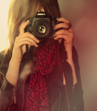 Обои Girl With Canon Camera на Samsung Muse