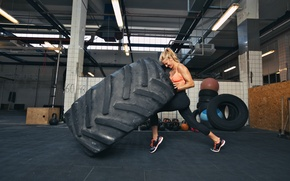 Обои woman, explosive force, crossfit, giant tire