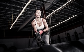 Обои woman, hammer, crossfit, tire, rubber