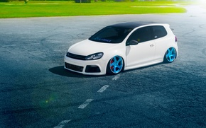 Обои Color, Beam, Volkswagen, Blue, Panchito, Stance, Golf, Sun, White, Wheels, Royal, Grass