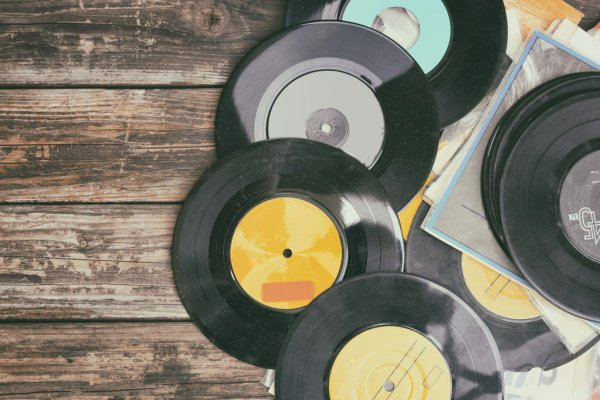 Close up image of old records over wooden table , image is retro filtered . — стоковое фото